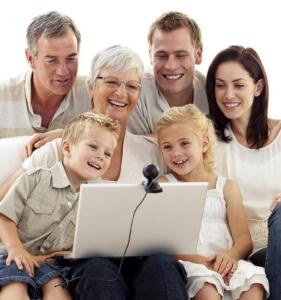 Familie am Rechner